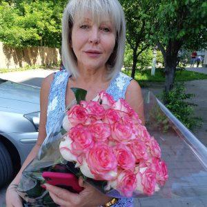 рожеві троянди Львів