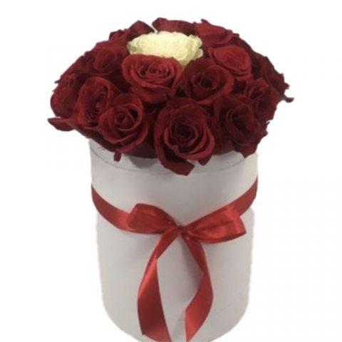 "Коробочка 21 троянда ""Неповторна"""