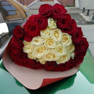 51 троянда у вигляді серця у Львові фото