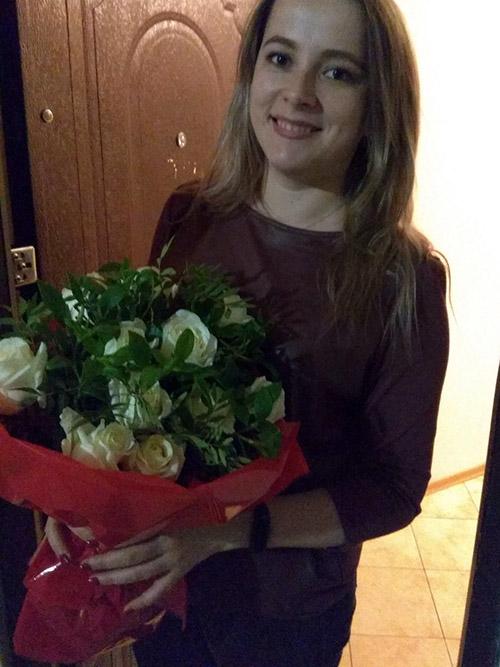букет білих троянд із зеленню фото
