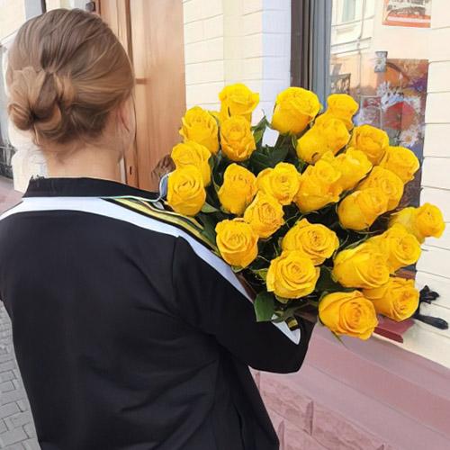 букет жовтих троянд фото