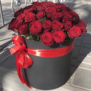 51 троянда у капелюшній коробці у Львові фото