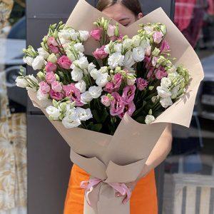 букет білих і рожевих хризантем у Львові фото