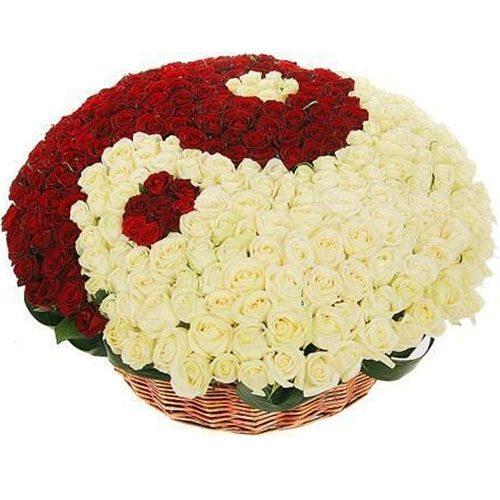 "Фото товара 101 троянда ""Інь-Ян"" у кошику во Львове"