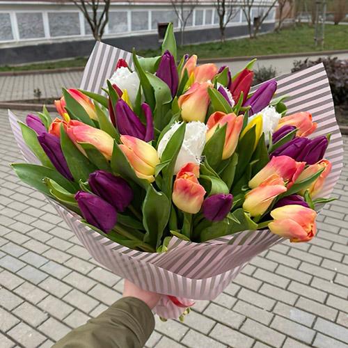 букет різконокольорових тюльпанів