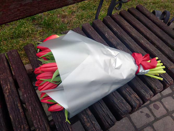 букет червоних тюльпанів