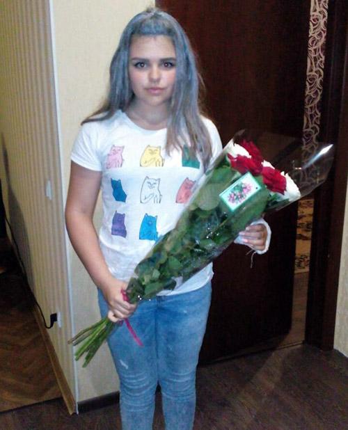 7 червоних і білих троянд з доставкою у Львові