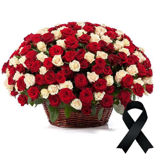 Фото товара 100 червоно-білих троянд у кошику во Львове