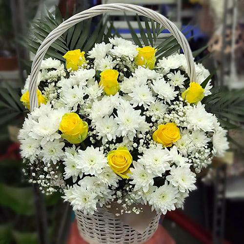 """Фото товара Кошик """"Білі хризантеми, жовті троянди"""" во Львове"""